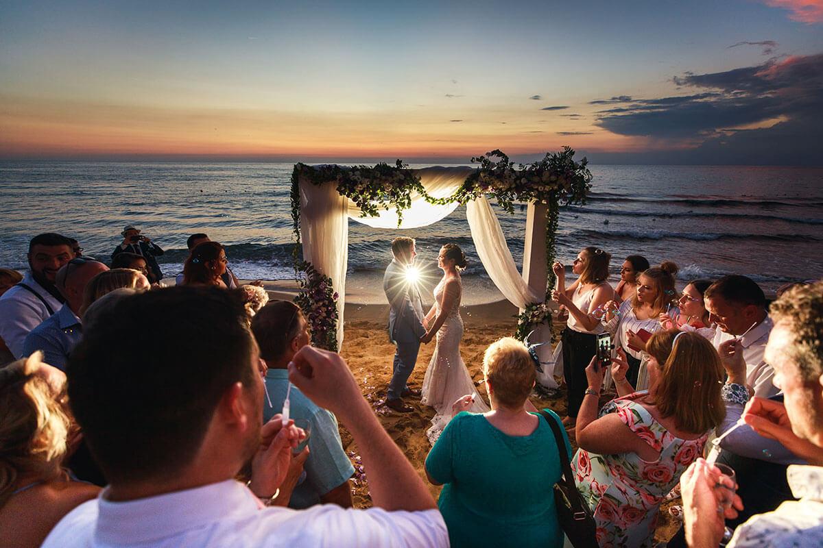Matrimonio On Spiaggia : Matrimonio in spiaggia: come celebrare le nozze in riva al mare